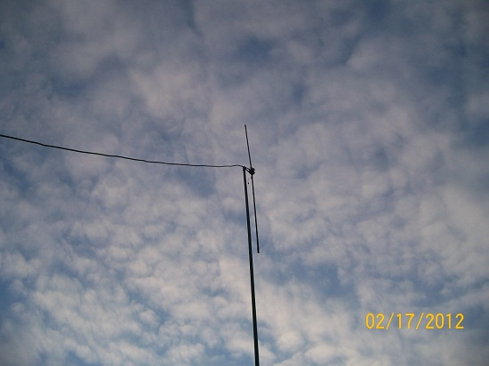 Stealthy Homebrew Vertical Dipole Antenna